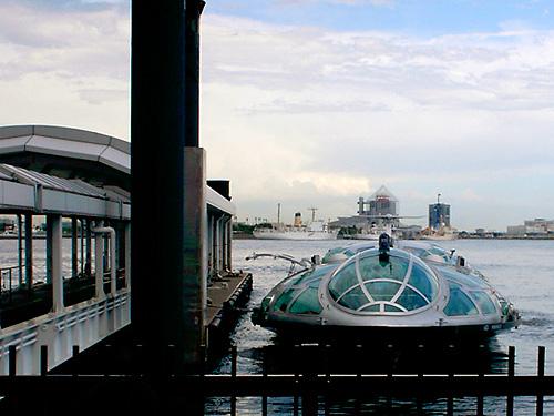 水上バス「ヒミコ」