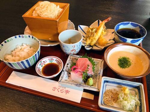 天ぷら稲庭うどんとむぎとろご飯