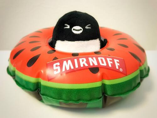 スミノフアイス 浮き輪型ボトルコースター × Suicaのペンギン