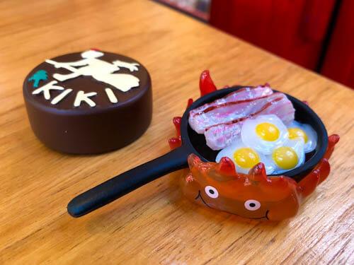 「食べるを描く。」企画展オリジナルの食玩マグネット